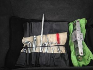 factory tools bag and turbo jack with proper green jack storage bag
